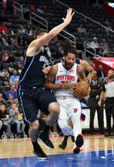 Orlando Magic center Nikola Vucevic (9) guards Detroit Pistons guard Derrick Rose (25) in the first half.
