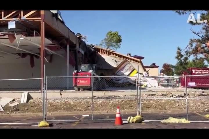 Sioux Falls Tornado Crews Tear Down Advance Auto Parts
