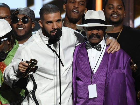 LAS VEGAS, NV - MAY 21:  Recording artist Drake (L) accepts the Top Artist award with his father Dennis Graham during the 2017 Billboard Music Awards at T-Mobile Arena on May 21, 2017 in Las Vegas, Nevada.  (Photo by Ethan Miller/Getty Images)
