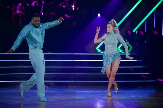 Kel Mitchell and Witney Carson had fun on week four.