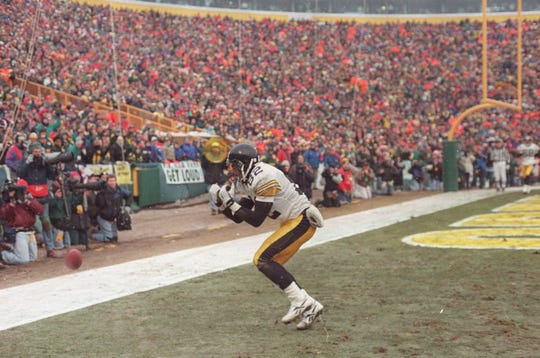 Yancey Thigpen of Pittsburgh drops a pass in the end zone at Lambeau Field that helped the Packers win the NFC Central in 1995