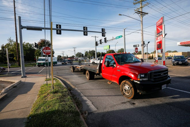 Vehicles drive through the intersection of Campbell Avenue and Grand Street on Wednesday, Oct. 9, 2019.