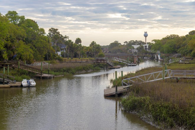 Fripp Island is a South Carolina barrier island north of Hilton Head and is a popular vacation destination.