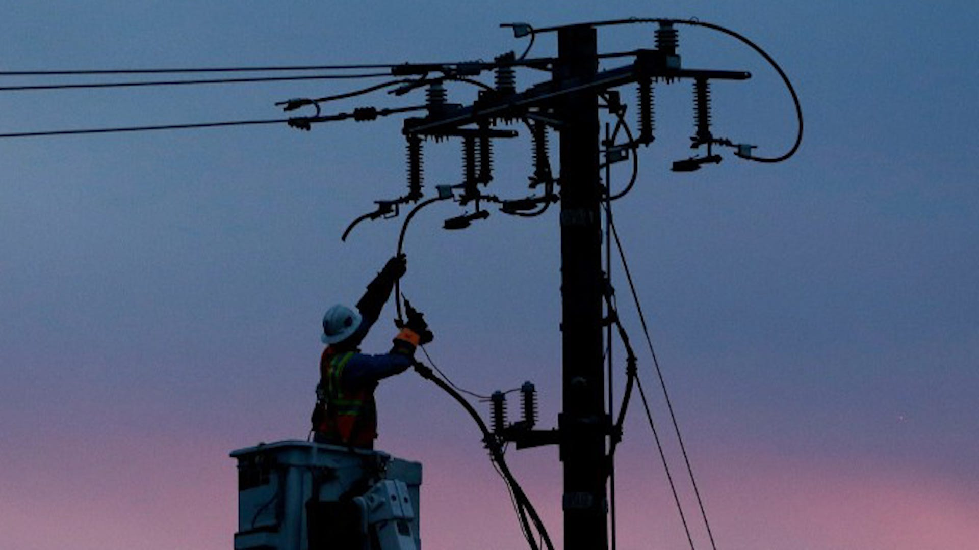 Blackouts return: PGE begins to cut off power to 450,000 Californians to avoid igniting wildfires