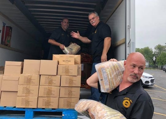 United Auto Workers Local 961, representing Fiat Chrysler Automobiles NV employees, recently dropped off a donation of 30,000 pounds of fresh produce, canned and dry goods to UAW Local 22, representing striking General Motors  employees at the Detroit-Hamtramck plant.
