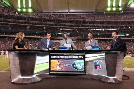 "Suzy Kolber, from left, Steve Young, Randy Moss, Louis Riddick and Adam Schefter will be in Green Bay for ""Monday Night Countdown"" for the Lions- Packers game."