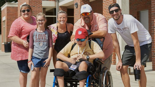 Crawfordville native Sam Donaway is set to sign with the FSU Swimming and Diving team Saturday in a special ceremony.