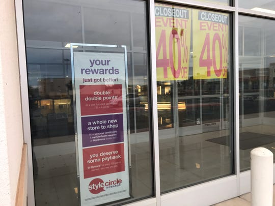 A stand sign inside the Bealls foyer on Friday states that customers can use their credit cards and earn/redeem rewards at Gordmans.
