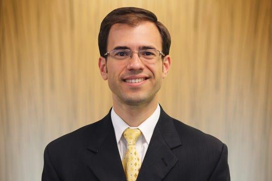 Dr. Stephen Kayiaros, an orthopedic surgeon at Robert Wood Johnson University Hospital Somerset.