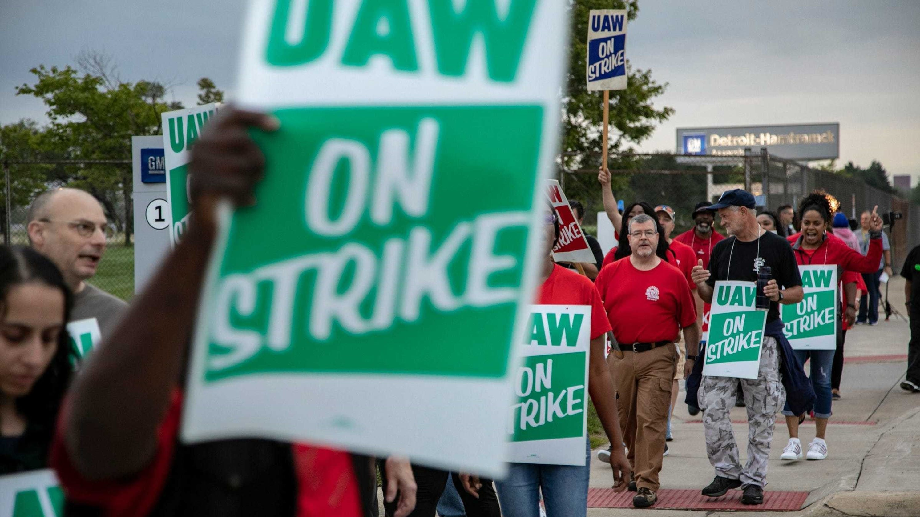 UAW boosts strike pay to $275 per week as talks with GM continue thumbnail