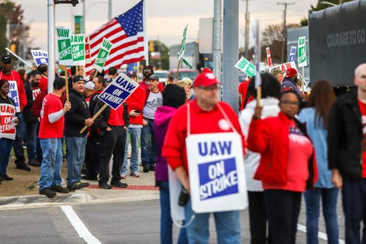 GM's Mary Barra returns to talks with UAW as strike continues