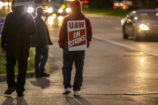 The UAW rally in front of an entrance on Mound Road near East 12 mile road at the General Motors Technical Center in Warren, Mich. for Solidarity Friday on Oct. 11, 2019.