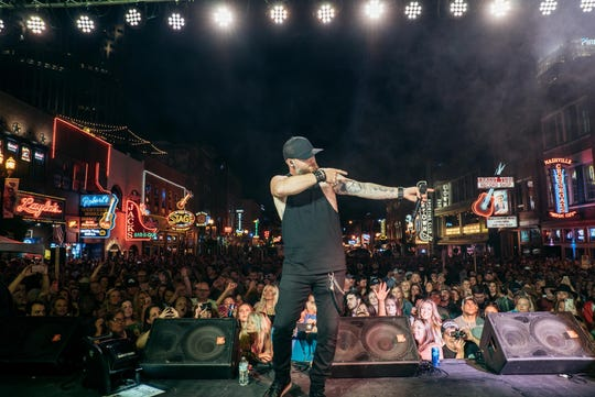 "Brantley Gilbert will perform at Lambeau Field on Monday night for the Genesis Halftime Show that will air during  ""Monday Night Football"" on ESPN."