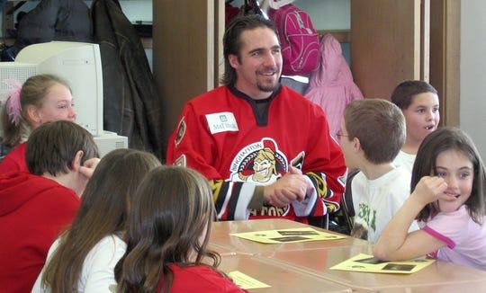 Binghamton Senators captain Denis Hamel meets with elementary school students in 2008.