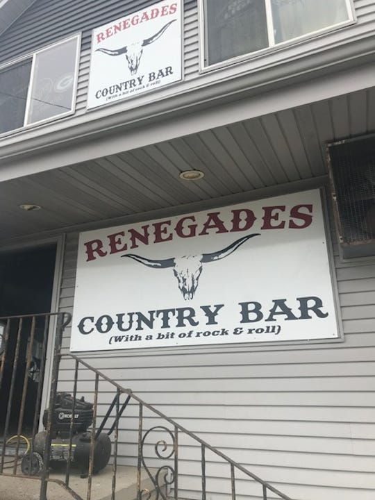 Former Top Hat in Manitowoc now Renegades County Bar