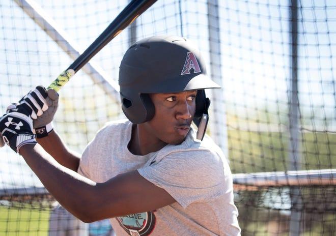 Geraldo Perdomo takes fall Instructional League batting practice, October 9, 2018, at Salt River Fields at Talking Stick.