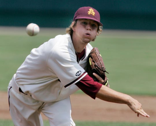 Arizona State starting pitcher Mike Leake delivers against UC Irvine in the first inning of a College World Series baseball game, in Omaha, Neb., Saturday, June 16, 2007.(AP Photo/Nati Harnik)