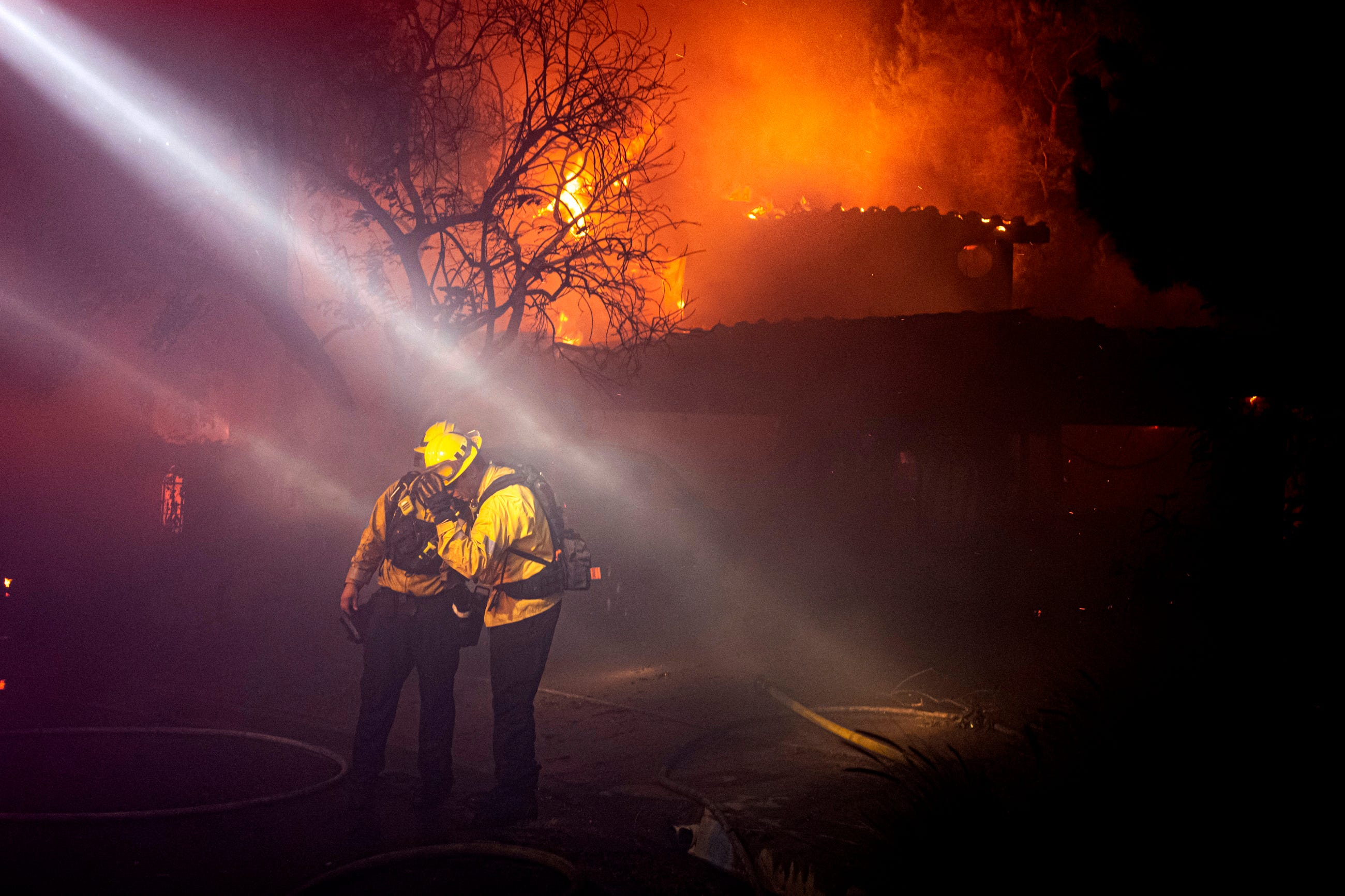 Saddleridge fire erupts overnight north of LA, consuming 4,600 acres and forcing thousands to evacuate