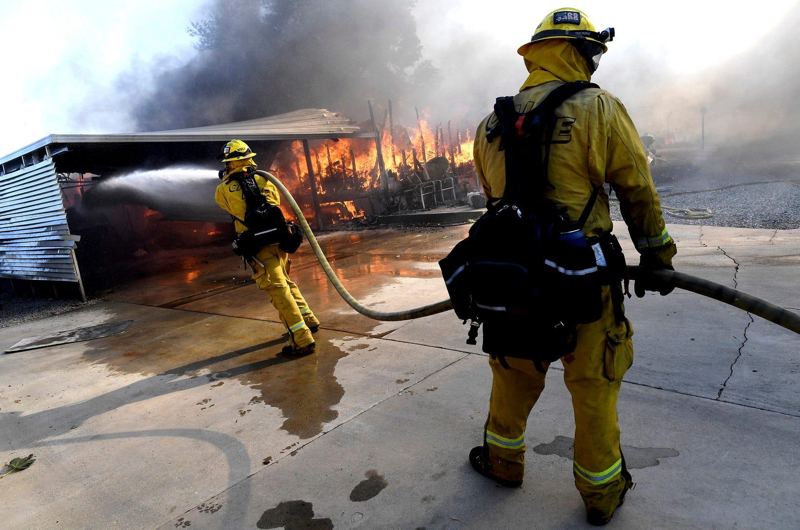 Saddleridge Fire 19 Contained 2 Die In Sandalwood Fire Near La