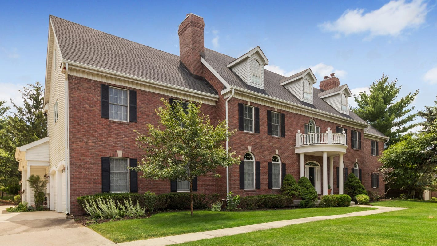 Mansion Monday: Massive brick beauty in West Des Moines selling for $950,000