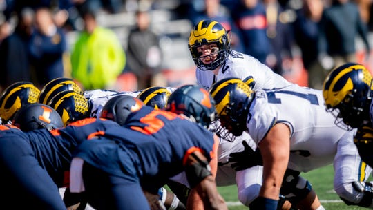 Shea Patterson prepares for the snap during the second half against Illinois.