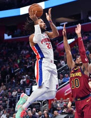 Pistons' Derrick Rose scores over Cavs' Darius Garland in the second quarter on Friday.