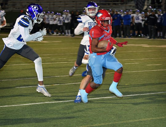 Hirschi's Jevione Livingston (1) scores a second quarter touchdown against Decatur Friday night at Memorial Stadium.