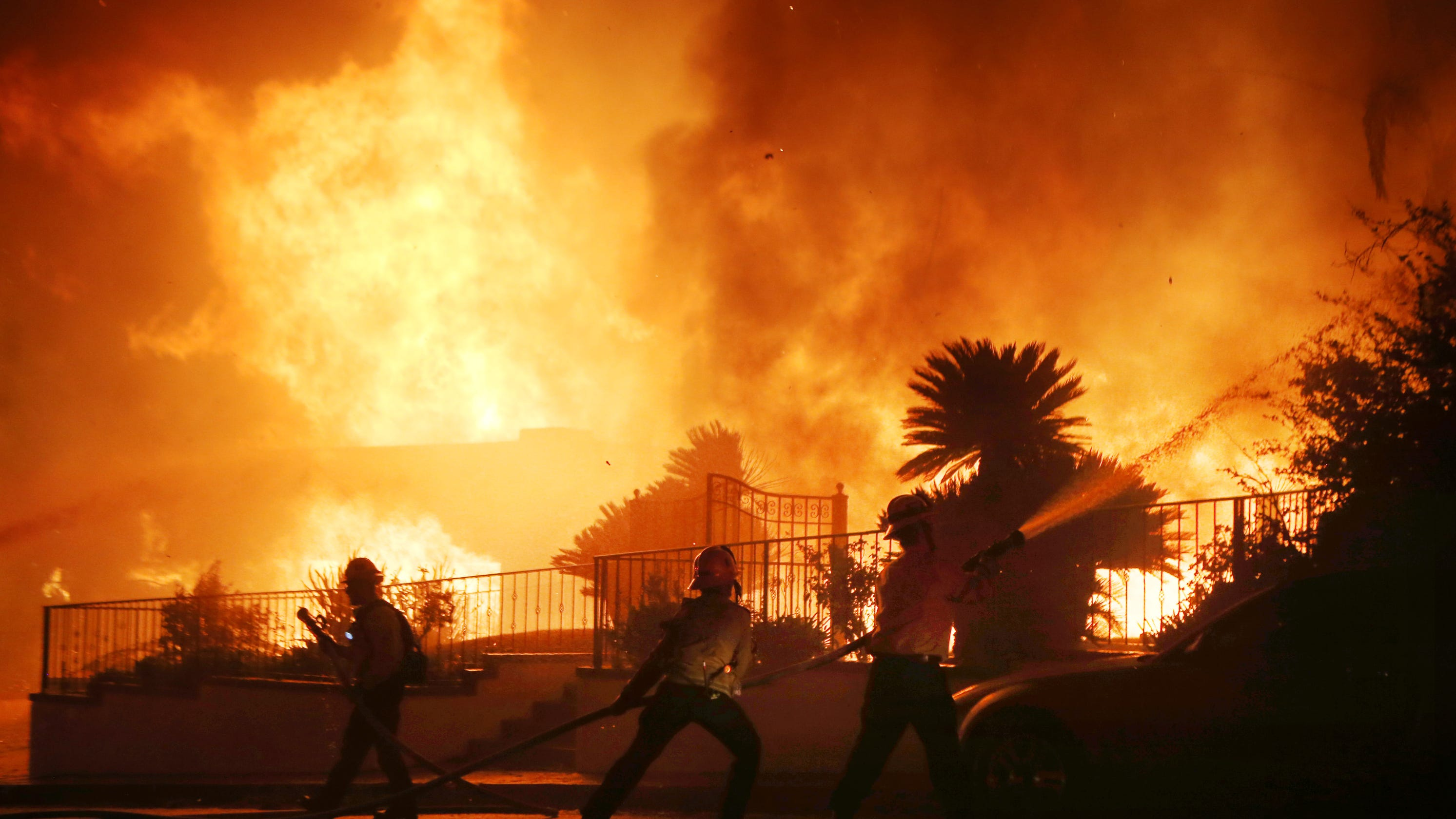 Evacuations lifted as Los Angeles fire threat eases; 2 confirmed slow in Sandalwood blaze thumbnail