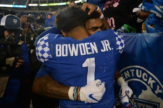 Kentucky football vs. Arkansas replay: Wildcats take down Arkansas 24-20 to get back on track
