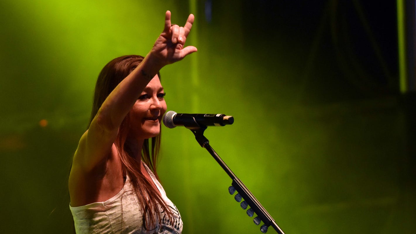 Gretchen Wilson asked to leave Las Cruces hotel following country music festival
