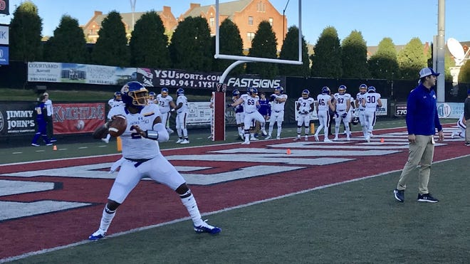 J'Bore Gibbs warms up before Saturday'w win over Youngstown State