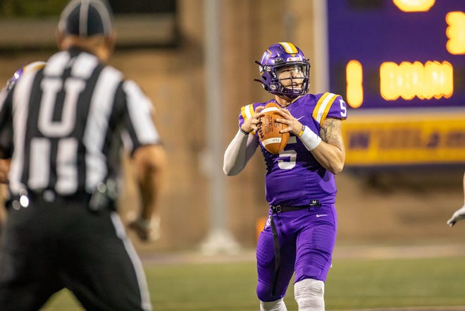 Senior quarterback Cesar De Leon completed 44 of 65 passes for 556 yards and four touchdowns on Saturday night at Pomona-Pitzer, breaking Chris Czernek's mark of 496 yards, set against Claremont-Mudd-Scripps in 2001.