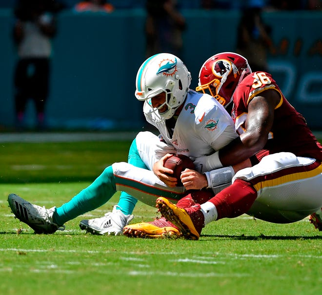 Washington Redskins defensive tackle Treyvon Hester sacks Miami Dolphins quarterback Josh Rosen.