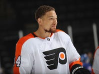 Flyers' increase in salary cap space is good news for Chris Stewart