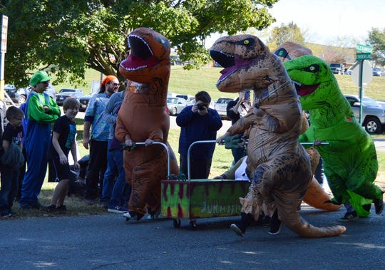 The Jurassic Casket coffin was a fan favorite of the competition, with participants wearing inflatable dinosaur costumes. The team finished last in the race and did not advance to the second round.