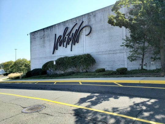 Lord & Taylor store at Woodbridge Center