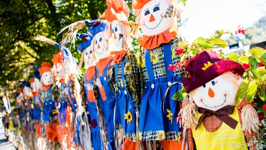 So many scarecrows: Gatlinburg, Tennessee, seeks Guinness World Record with 4,325 of them