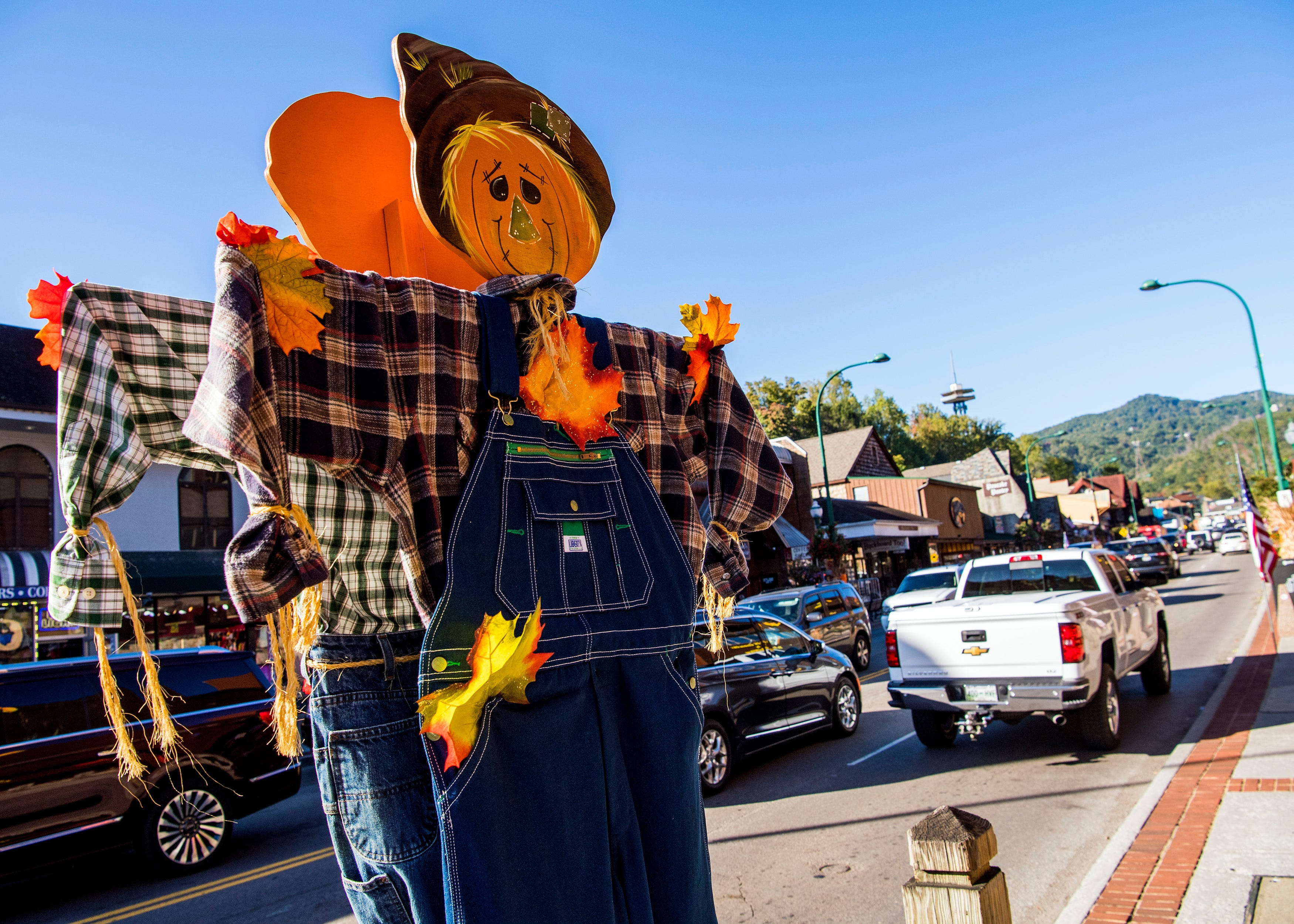 So. Many. Scarecrows. Gatlinburg, Tennessee, seeks Guinness World Record with 4,325 of them
