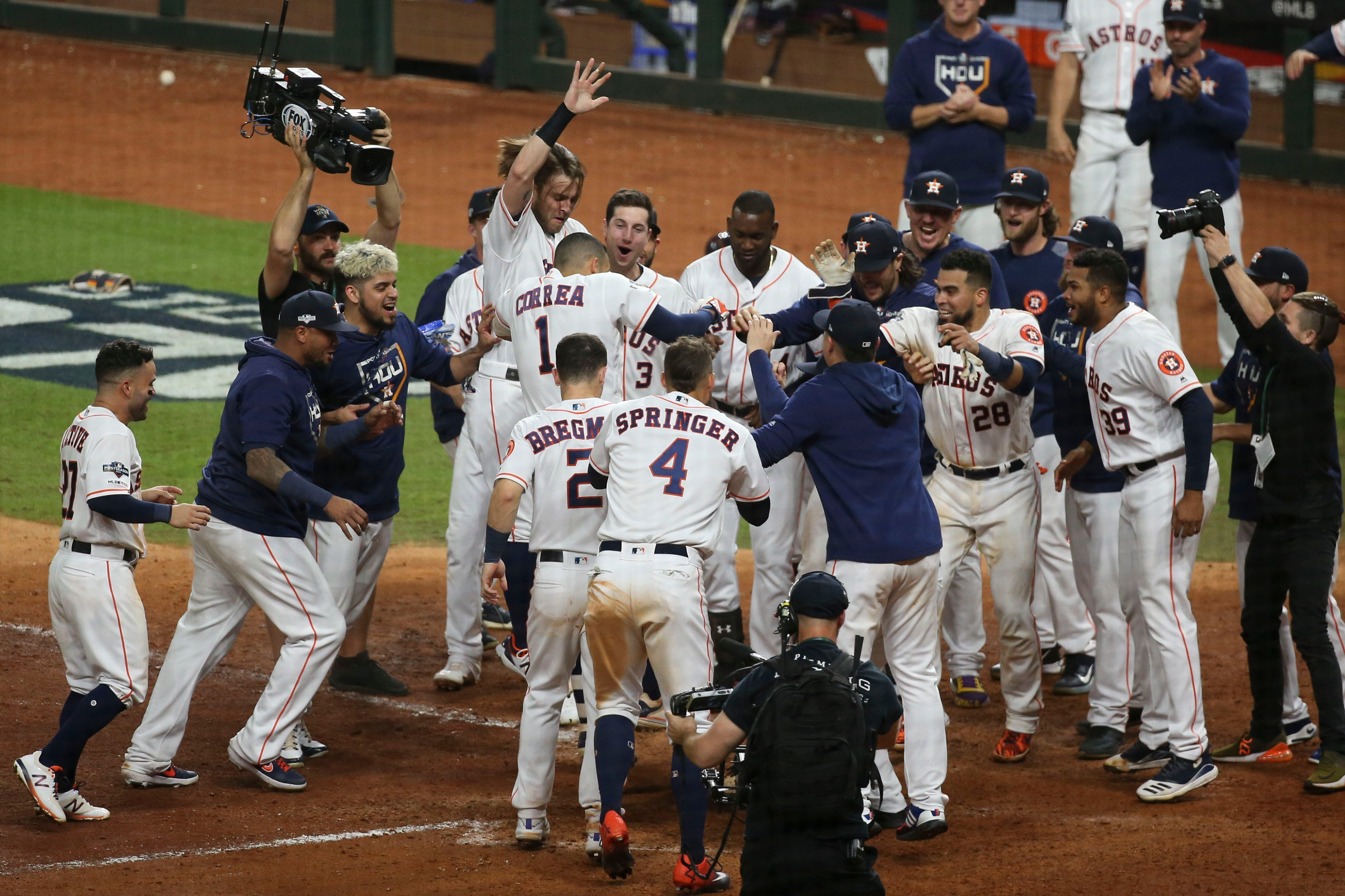Carlos Correa hits walk-off home run in 11th inning, Astros even ALCS with Yankees