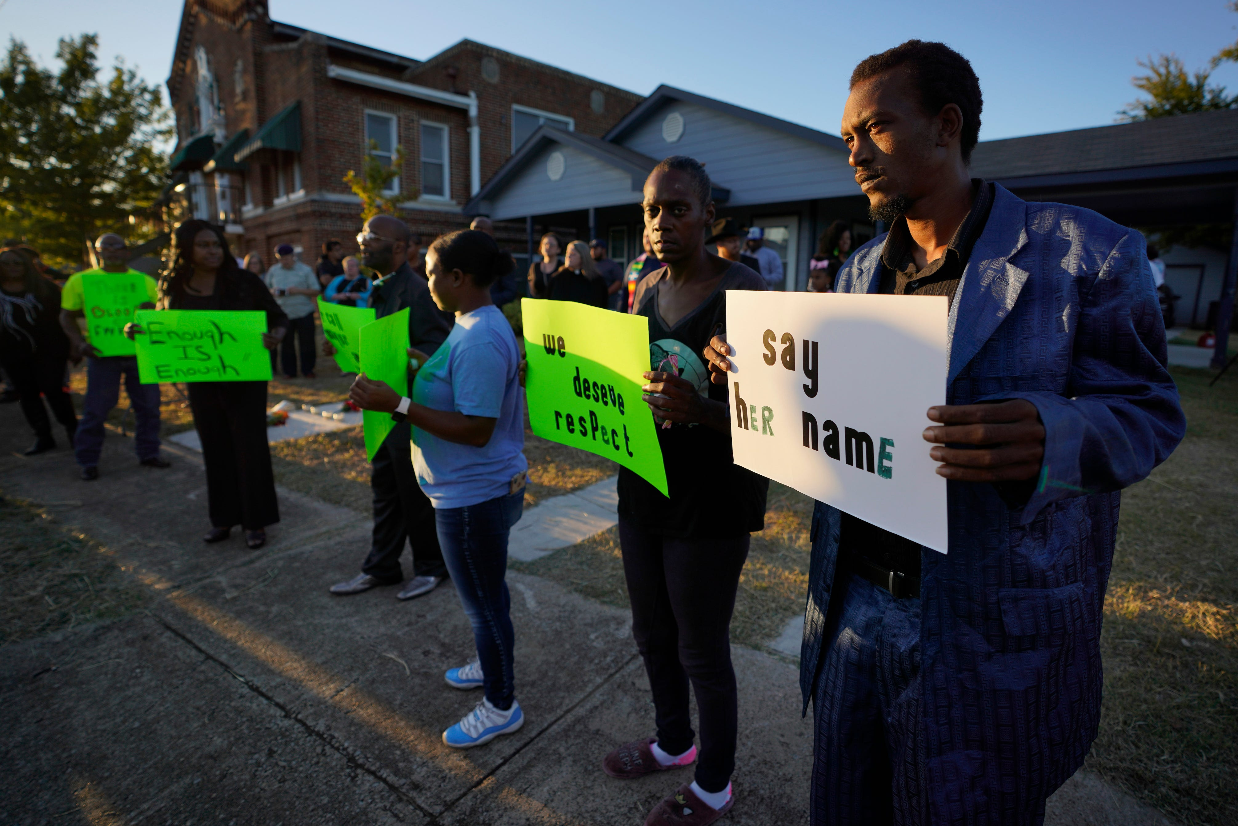 Fort Worth community protests after black woman killed in her home by white officer