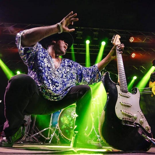 Guitarist Carvin Jones puts some show into his show. He'll be in Abilene on Saturday night.