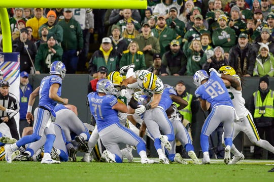 Lions running back Kerryon Johnson, third from right, rushes for a touchdown during the first half in Green Bay.