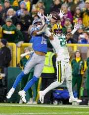 Kevin King defends a pass intended for Kenny Golladay during the third quarter.