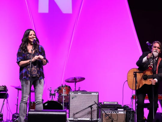 Sara Evans and Darrell Scott perform at the 2019 Nashville Songwriters Hall of Fame Induction Ceremony.