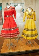 """Fotografía de vestidos expuestos en la muestra """"Dolores Gonzáles Resort Wear"""", el viernes 4 de octubre de 2019, en Tucson, Arizona"""