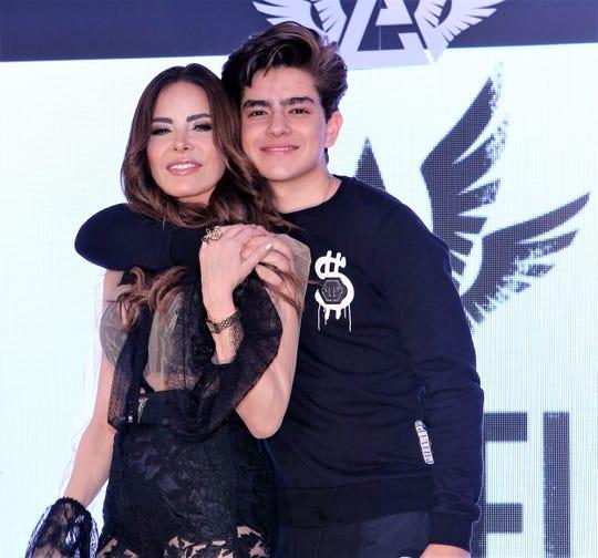 Gloria está muy orgullosa del talento de su hijo Ángel Gabriel.