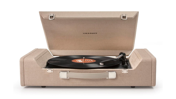 Best gifts for dad 2019: Crosley Radio Nomad Turntable