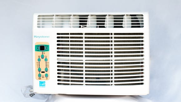 This AC unit is great for spaces between 100 to 200 square feet in size.