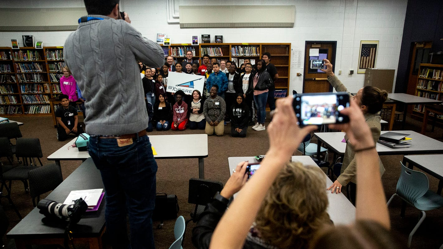 Des Moines middle school students receive head start on college savings
