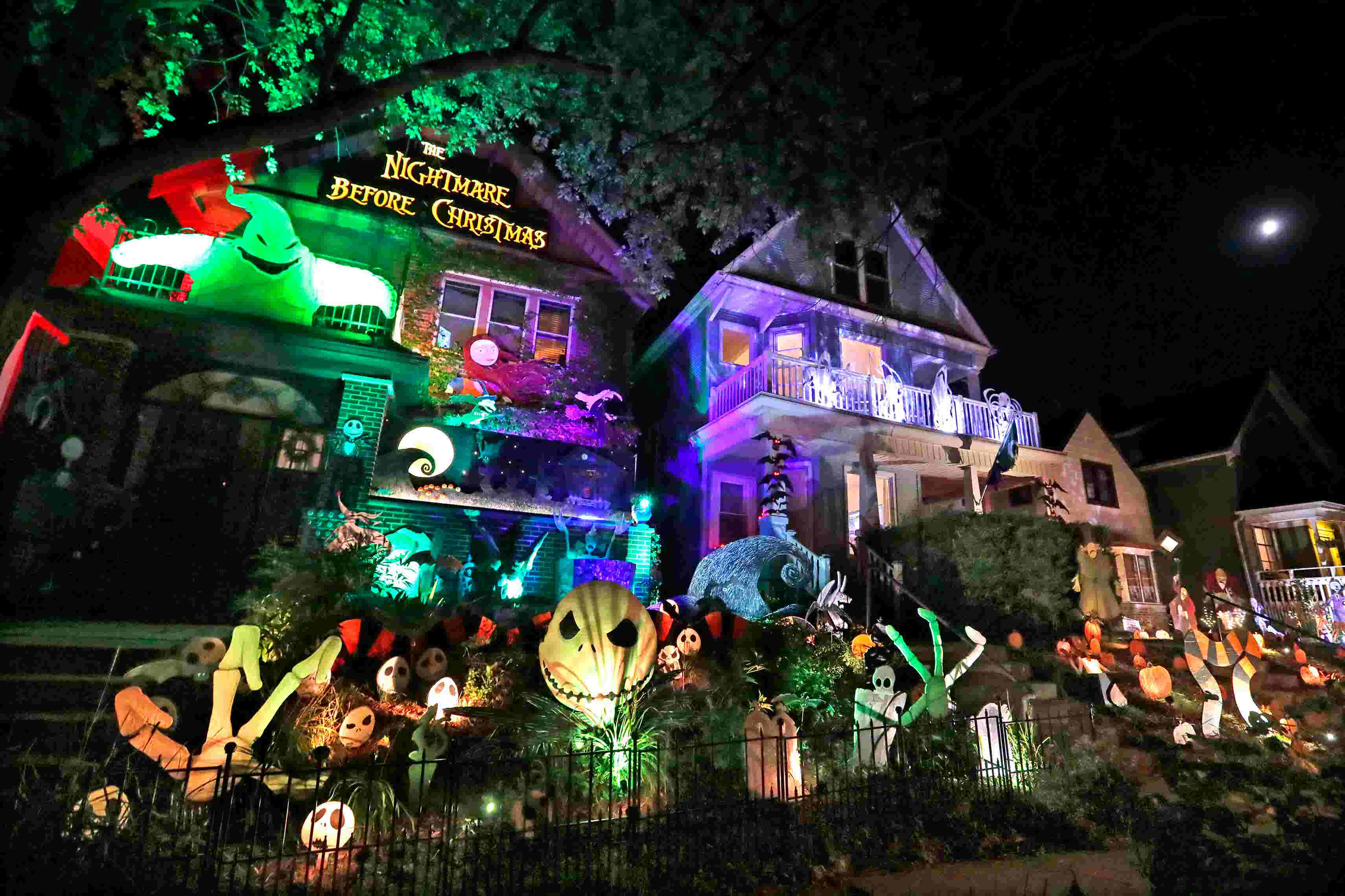 Nightmare Before Christmas Houses.Bay View Resident Decks Out His House With The Nightmare Before Christmas Theme